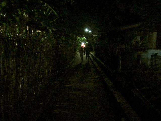 LP-alley-laos-traveling9to5