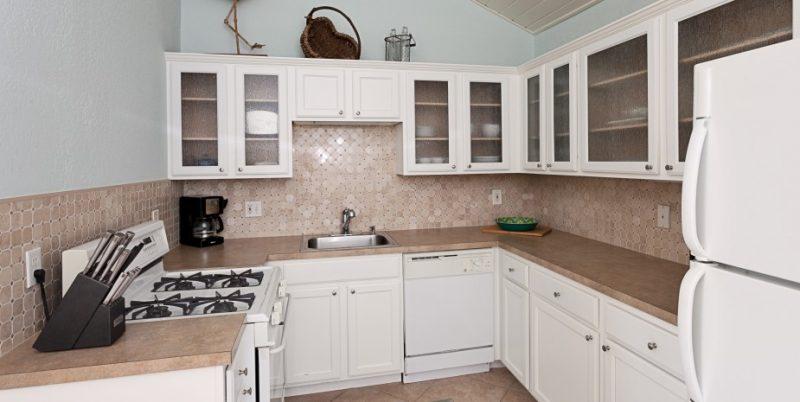 white_ibis_kitchen
